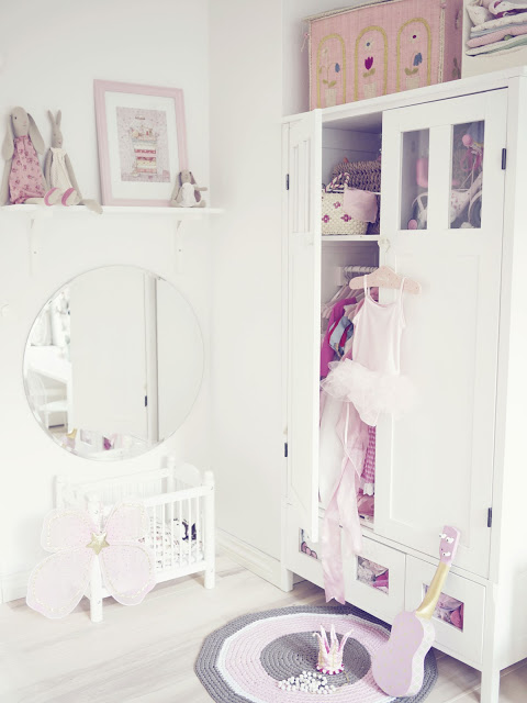 chambre rose et blanche 044204 la. Black Bedroom Furniture Sets. Home Design Ideas